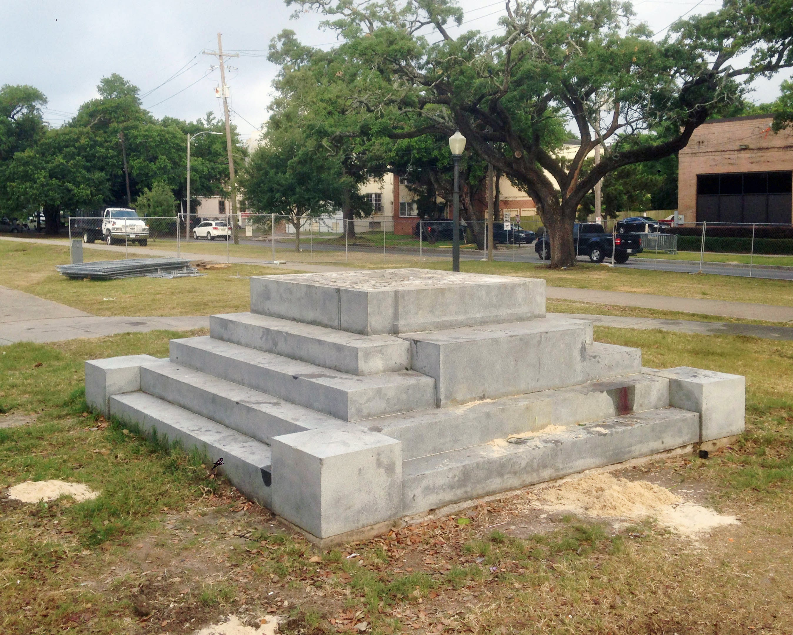 site where Jefferson Davis Monument was removed in New Orleans in 2017